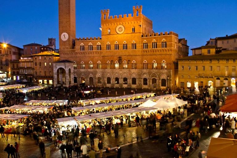 Il-Mercato-nel-Campo-a-Siena