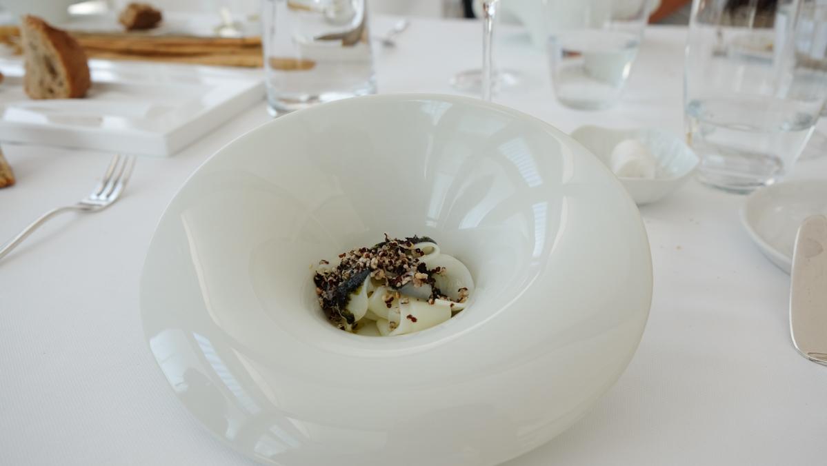 Tagliatella di seppia, pesto di alga e quinoa fritta Chef Uliassi